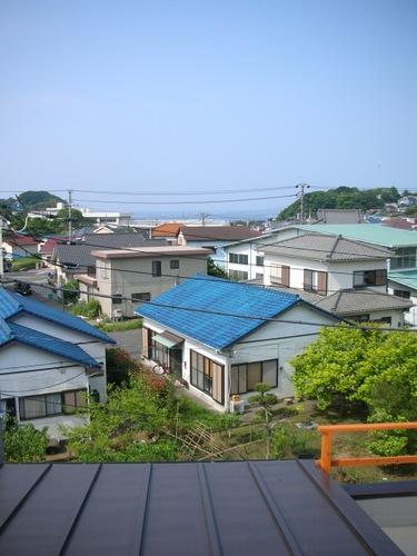 屋根上よりの相模湾