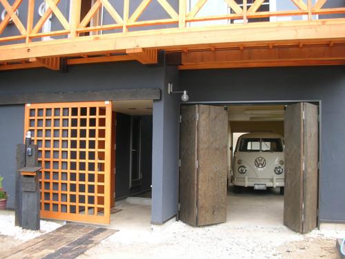 車庫に入るワーゲンバス
