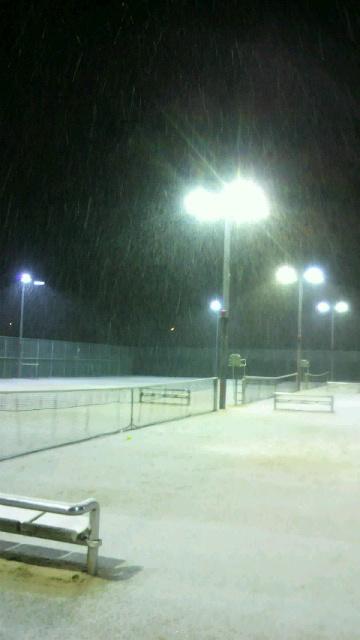 雪の中のテニス